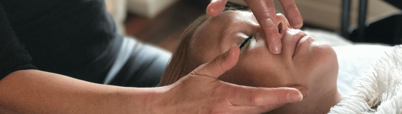På dette Japansk Lifting kursus underviser Christina Clemen dig i en 100 % naturlig behandling.